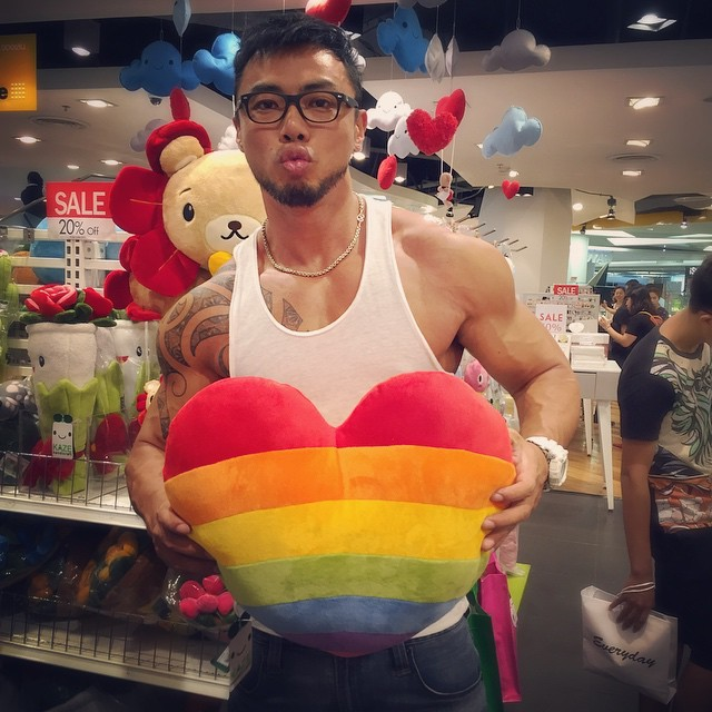 World's Hottest Guy in White Party Bangkok Royalty in Online Gay Travel Guide (39)