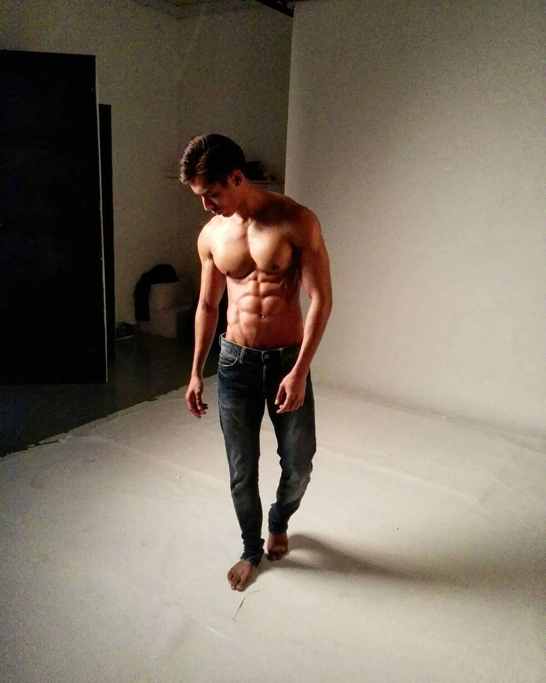 bachelor-of-the-week-from-manila-philippines-asias-largest-gay-travel-guide-for-gayparties-hotels-gay-bars-and-saunas-4