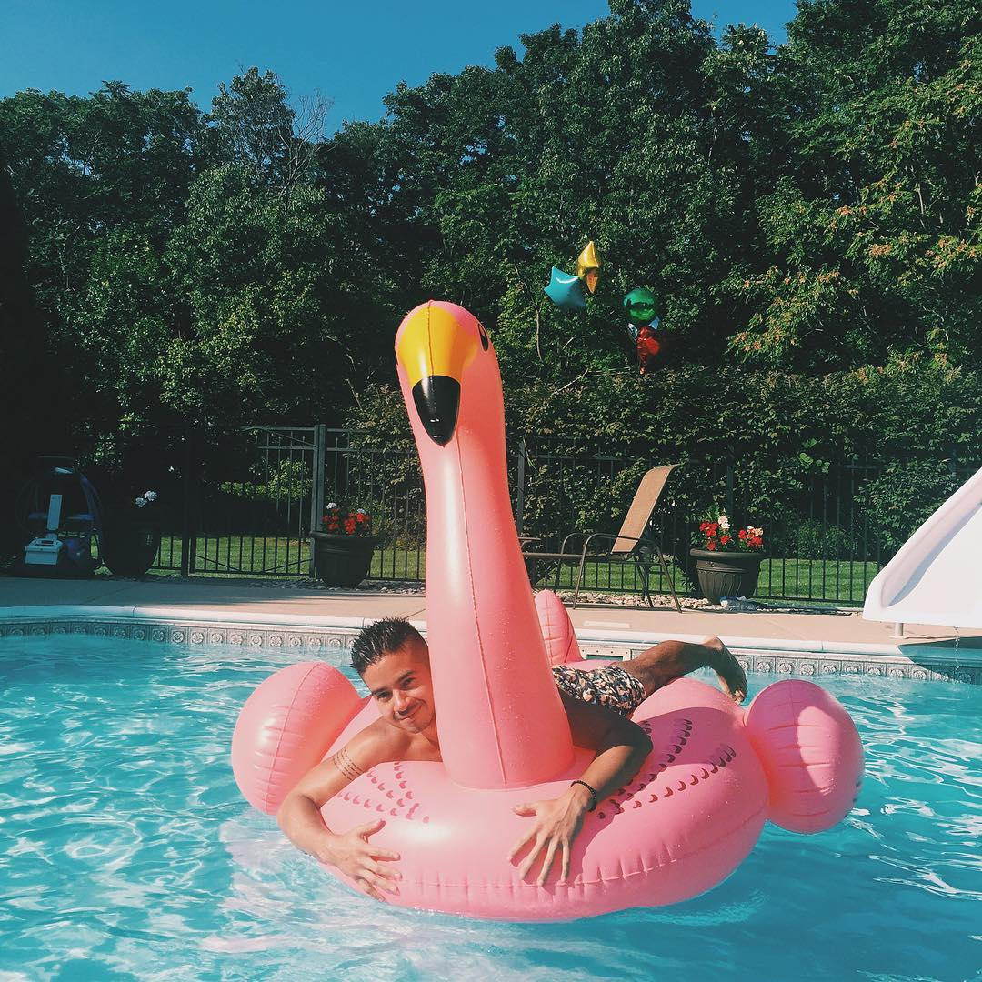 eddie-happy-summer-with-his-pink-swan-gay-usa