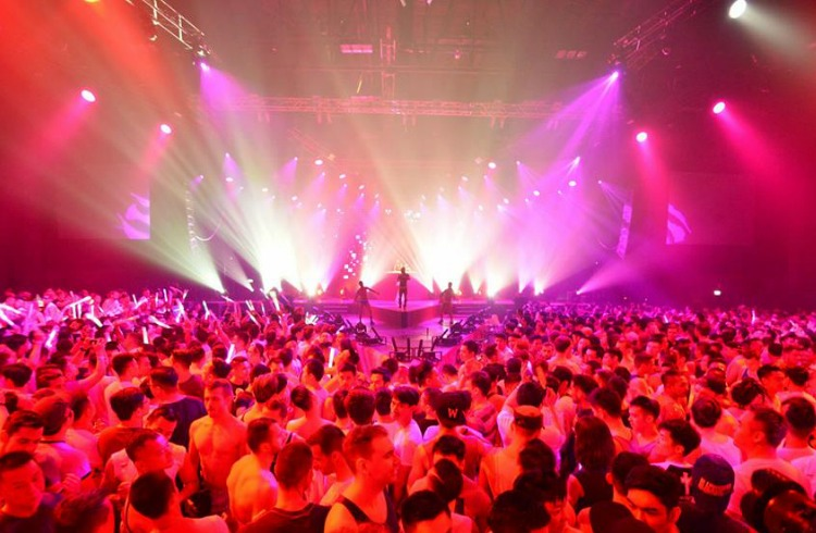 asias-biggest-new-year-dance-festival-white-party-bangkok