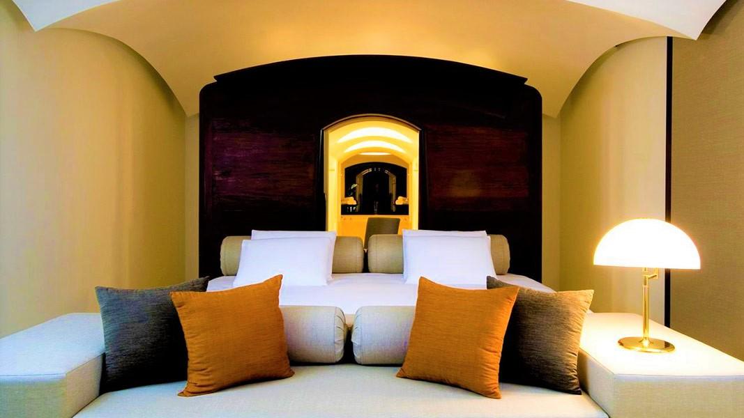 Cheap-Luxury-Gay-Beach-hotel-THE-BARAI-Hyatt-Regency-Hua-Hin