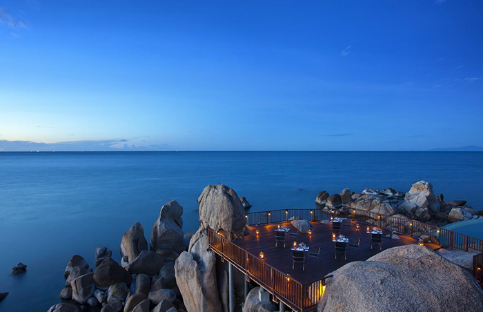 Romantice-Rooftop-Ocean-View-Dinner-for-Gay-Couples-at-Silavadee-Koh-Samui