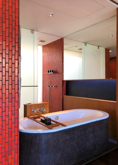 Instagram-Perfect-Bathtub-Goals-for-Gay-Travelers-Anantara-Chiang-Mai-Resort